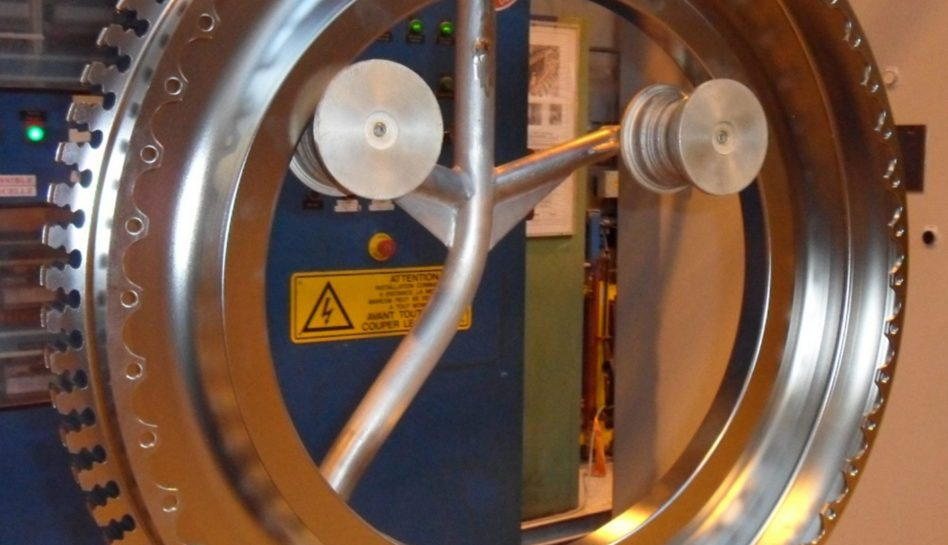 Aircraft turbine disk to clean