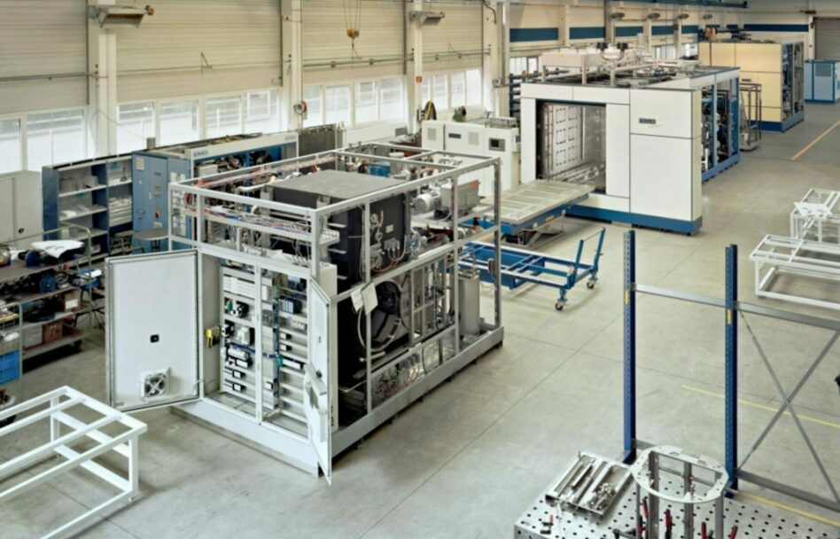 Degreasing machine with hybrid cleaning process