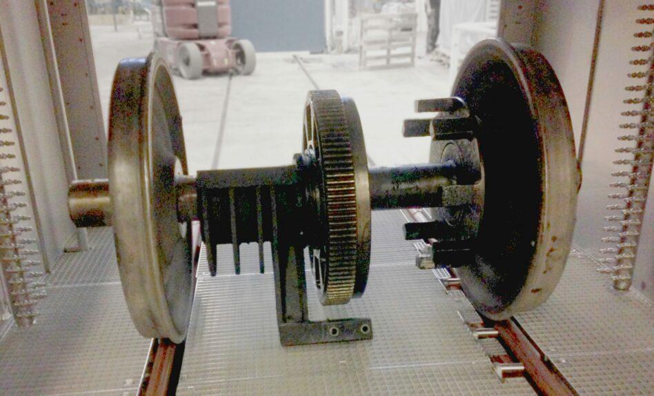 Axle in degreasing machine
