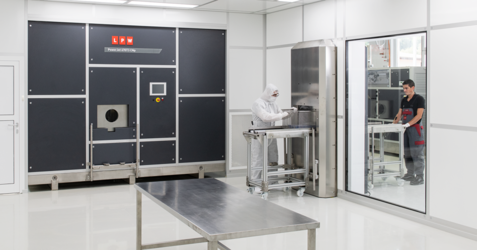 Cleaning machine with ultrasound and CNp in a cleanroom