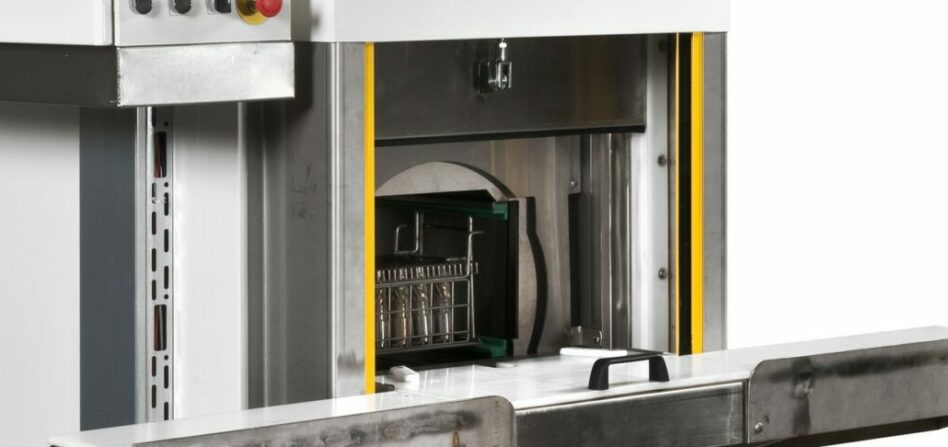 Compact drum parts washer with oscillation or full rotation
