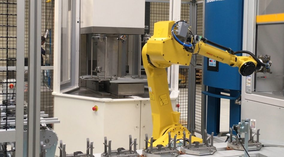 Short-cycle parts washer position table Robot