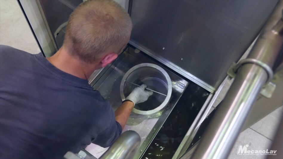 Robot-friendly short-cycle parts washer maintenance