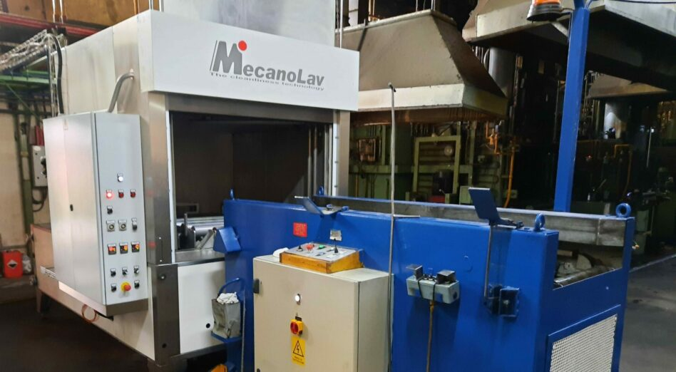 Turntable parts washer with wide range of applications