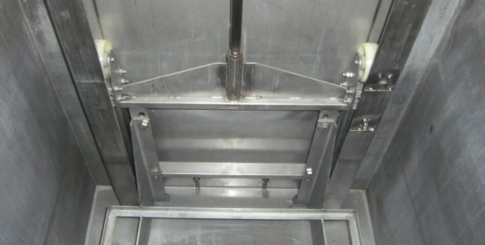 Lifting device of the immersion and agitation cleaning unit