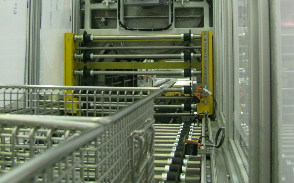 Cleaning system for big loads with automatic loading and unloading