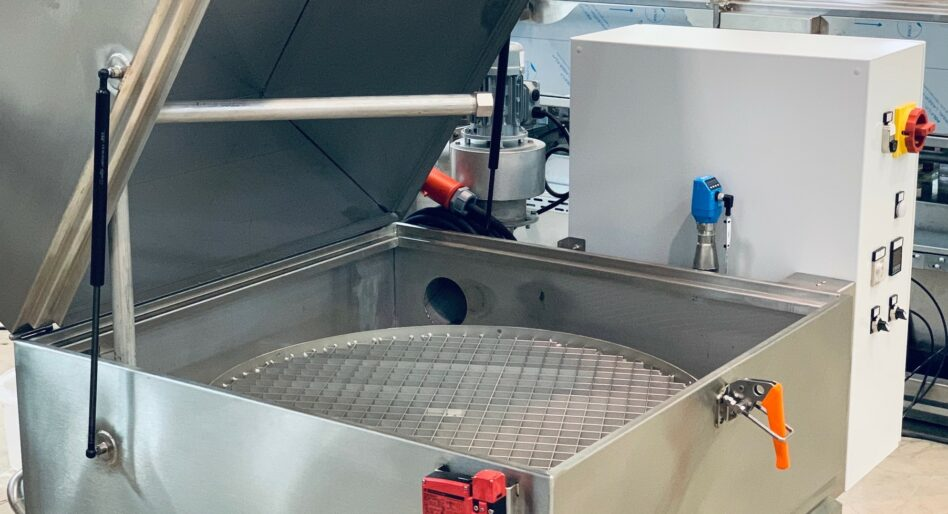 Automatic parts washer with rotary basket