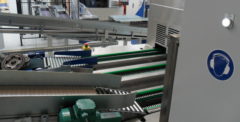 Linear multistage parts washer's high flow cleaning
