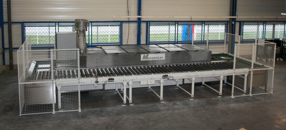 Linear multistage parts washer conveying loop
